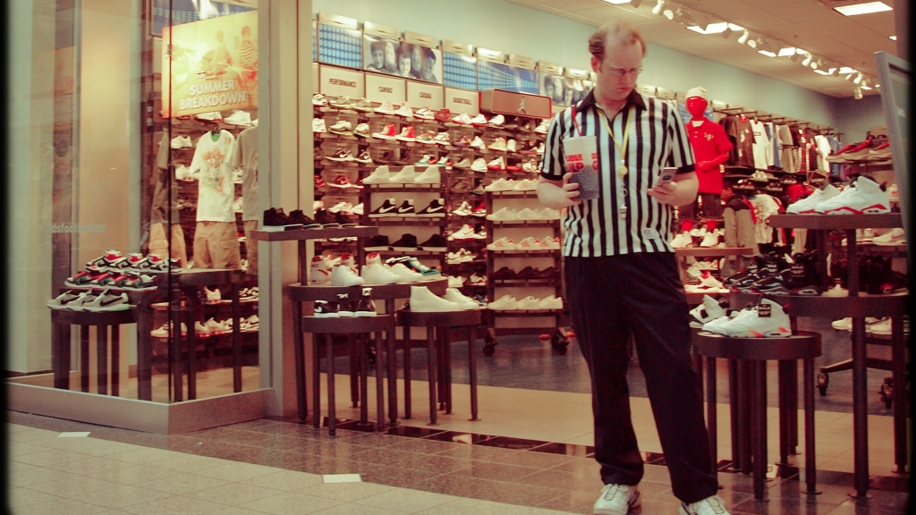 Hockey dad gets banned from Foot Locker for abuse of officials