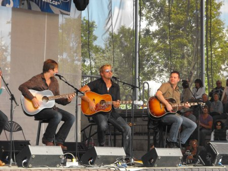Doc Walker and Double Eagle Band music to help ease seclusion in Portage la Prairie